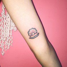Confira nossa incrível seleção com as melhores fotos de tatuagens pequenas masculinas e femininas para você se inspirar.