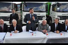 Darıca Belediye Başkanı Şükrü Karabacak Park Bahçeler Müdürlüğü'nde görevli personelle öğle yemeğinde bir araya gelerek Temizlik İşleri Müdürlüğü'nde devam eden çalışmalarla ilgili bir durum değerlendirmesi yaptı.