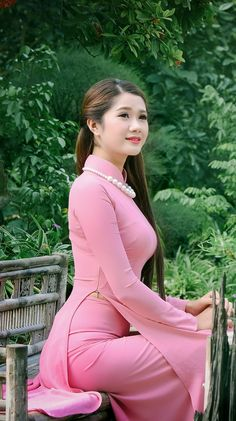 Best 12 All sizes Vietnamese Traditional Dress, Vietnamese Dress, Traditional Dresses, Ao Dai, Vietnam Girl, Indian Beauty Saree, Beautiful Asian Women, Asian Woman, Sexy Dresses