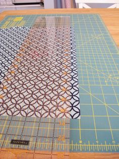 How to Make a Reversible Table Runner - School of Decorating Sewing Hacks, Sewing Crafts, Sewing Projects, Projects To Try, Sewing Diy, Sewing Ideas, Stitch Witchery, Teal Fabric, What To Make