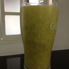 Suco Detox (1 fatia abacaxi, 1/2 maçã, 1/3 pepino, 1 laranja, 5 folhinhas hortelã, 150ml água coco - congelada e 100ml de água