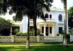 the-marble-urn:  Federal style house with Adams portico, built in 1920 by Karl C. Parrish Urban Development Company, El Prado district, City of Barranquilla