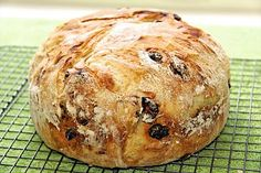 Cranberry Pecan Five Minute Artisan Bread - An amazingly simple way to have delicious, crisp European-style crusts and tender insides in a homemade bread! Hint: Use parchment instead of cornmeal Bread Mix, Yeast Bread, Bread Baking, Crisp Bread, Bread Food, Food Food, Bread Rolls, Sweet Bread, Tortillas