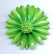 "Vtg 1960s Flower Power Enamel Lime Green Daisy Brooch Pin 2-1/2"" Diam #Notsigned"