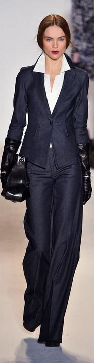 Love this Rachel Zoe pant suit! A classic pant suit is an absolute must this Fall and Winter