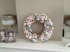 Heide krans A Cozy Crochet Wreath to make for Fall, or Winter, or Whenever! – – How to Make Christmas Paper Wreath / Paper Christmas Wreath / Christmas … Mossel schelp krans Bloemen krans maken Seashell Wreath, Seashell Crafts, Christmas Advent Wreath, Christmas Diy, Diy Wreath, Ornament Wreath, Diy Craft Projects, Diy And Crafts, Acorn Crafts