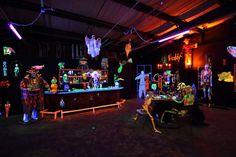 Blacklight - glo in the dar halloween party deco