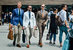 Our street shooting man spots the standout sartorial efforts outside Florence's menswear tradeshow mecca Best Shoes For Travel, Best Shoes For Men, Travel Shoes, Gents Wear, Mens Walking Shoes, Tommy Ton, Spring Street Style, Fashion Books, Top Shoes