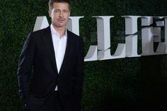 Karen Butler LOS ANGELES, Jan. 9 (UPI) -- Brad Pitt was a surprise presenter at Sunday night's Golden Globe Awards ceremony in Los Angeles.