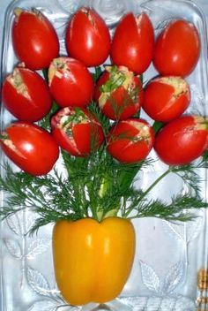 Food Presentation: Edible Bouquet out of Tomatoes Fruit And Veg, Fruits And Veggies, Salad Presentation, Edible Bouquets, Creative Food Art, Vegetable Carving, Food Carving, Food Garnishes, Veggie Tray