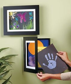 What a great idea! Easy Change Artwork Frames: Holds 50 pieces of kids' artwork :o) Art For Kids, Crafts For Kids, Diy Crafts, Kid Art, Kids Work, Decoration Creche, Decorations, Displaying Kids Artwork, Artwork Display