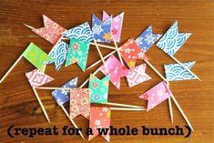 Bandeirinhas para espetar em docinhos ou salgados - foto reprodução: Made By Rae