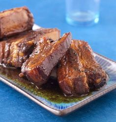 Caramelized pork ribs with honey - Ôdélices cooking recipes - cuisine - Meat Recipes Pork Recipes, Fall Recipes, Crockpot Recipes, Cooking Recipes, Honey Recipes, Spareribs Marinade, Super Dieta, Cheap Meat, Meat Loaf Recipe Easy