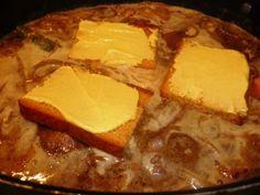 Cette recette est juste extraordinaire, originale et savoureuse. Comme les chicons en gratin, elle vient du nord de la France et de Belgique. Parce qu'il ne faut pas oublier qu'à la maison, j'ai un ch'ti de mari, alors j'ai dû m'y mettre moi, à la cuisine...