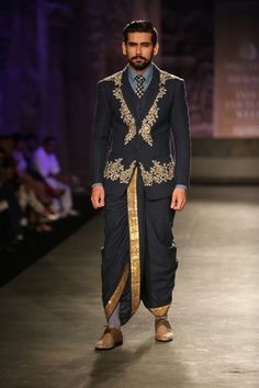 Be Indian menswear be traditional or modern, or elegant minimal ones! We've got the best of Ideas for Wedding Sherwani Designs for Men Indian Men Fashion, Mens Fashion Week, Mens Fashion Suits, India Fashion, Men's Fashion, Couture Fashion, Sherwani, Dhoti Mens, Asian Inspired Wedding