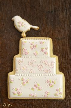 AUTUMN~~~~Shabby chic wedding cake cookies.  These are cute for your business!