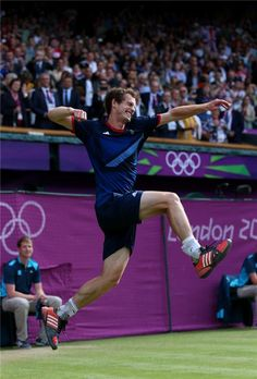 Andy Murray of Great Britain celebrates defeating Roger Federer of Switzerland in the Men's Singles Tennis Gold Medal Match on Day 9 of the London 2012 Olympic Games in London, England on August 2012 . Andy Murray, Jamie Murray, Lawn Tennis, Sport Tennis, Soccer, Murray Tennis, Tennis Pictures, 2012 Summer Olympics, Professional Tennis Players