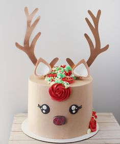 Rudolf the red nosed reindeer, had a very sparkly nose🎼 That's my version anyways😜 Love how this cute Christmas reindeer turned out-… Christmas Tree Cupcakes, Christmas Birthday, Christmas 2019, Christmas Ideas, Birthday Cake Girls, Baby Birthday, Birthday Ideas, Raindeer Cake, Xmas Cakes