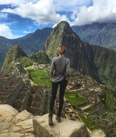 NEW STUNNING INSPIRATION - Lovely Anna in Peru! Via @STYLAHOLIK Pictre Annaegiaz #howtochic #ootd #outfit