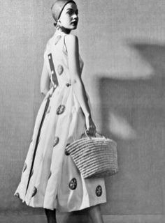 Remembering Hubert de Givenchy: Presentation of his first collection on 02 February © Givenchy Archives Vintage Dior, Vintage Fashion, Fashion History, World Of Fashion, Dior Dress, Linen Blouse, Best Model, Online Purchase, Timeless Design