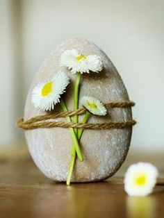 Ideas for Easter decorations- Ideen für die Osterdeko Easter egg made of concrete - Easter Crafts, Fun Crafts, Diy And Crafts, Easter Decor, Easter Ideas, Deco Floral, Arte Floral, Deco Nature, Nature Crafts