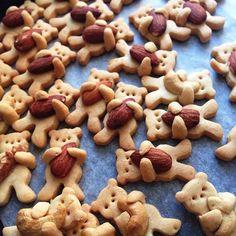 A Cute Recipe That Teaches You How To Make Hugging Bear Cookies - DesignTAXI.com