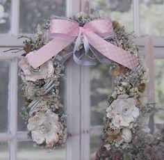 Podkova zimní Nostalgická podkova, pevný základ, sušina, výška30 cm. Christmas Wreaths, Floral Wreath, Holiday Decor, Frame, Home Decor, Picture Frame, Decoration Home, Room Decor, Frames