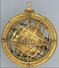 The Jagiellonian Clock, incorporating the Jagiellonian Globe, c.1510. The Globe, containing the mechanism, is nested at the centre of the clockwork. (vía Pinterest)