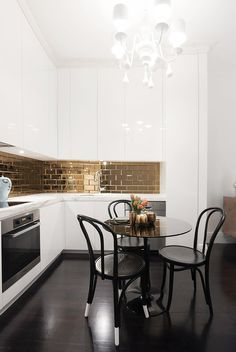 color combination in the kitchen - Black white and gold corner