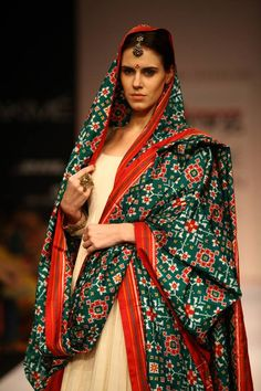 A model walks the ramp for designer Gaurang on Day 5 of the Lakme Fashion Week (LFW) Winter/Festive Couture Mode, Couture Fashion, Ethnic Fashion, Indian Fashion, Style Fashion, Indian Dresses, Indian Outfits, Saree Dress, Dress Up