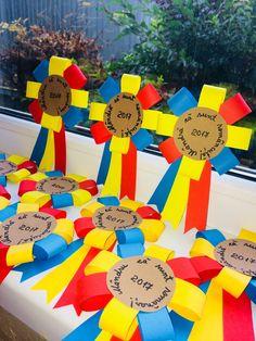 Mândru că sunt românaș! Mândră că sunt româncuță! Hat Crafts, Crafts For Kids, Arts And Crafts, Paper Crafts, Classroom Door, Big Day, Board Games, Projects To Try, Preschool