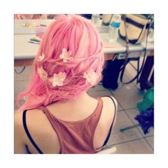 braids, flowers, hair, pink hair ❤ liked on Polyvore featuring hair, pink hair, people, pictures and pink
