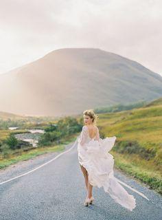 Earthy Fall Scottish Highlands Wedding Inspiration And the light and landscape that dreams are made of. Paolo Sebastian, Summer Wedding, Dream Wedding, Autumn Wedding, The Knot Magazine, Def Not, Bridal Session, Bridal Shoot, Timeless Wedding