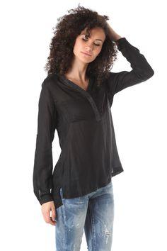 Black long sleeve deep V neck blouse - 39,90 € - https://q2shop.com/