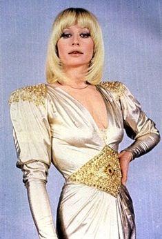 Gli anni 80 senza @Raffaella_Carra sarebbero stati come il mondo senza la Nutella. She is back!