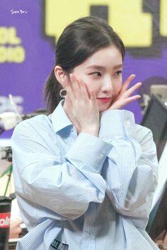 Photo album containing 32 pictures of Irene K Pop, South Korean Girls, Korean Girl Groups, Red Velet, Flawless Beauty, Red Velvet Irene, Korean Singer, Seulgi, Kpop Girls