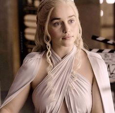 Emilia Clarke is, Daenerys in Game of Thrones. Soon to be Sarah Connor in Termin… Emilia Clarke ist, Daenerys in Game of Thrones. Bald Sarah Connor in Terminator im Mai 2015 Daenerys Game Of Thrones, Emilia Clarke Daenerys Targaryen, Game Of Throne Daenerys, Game Of Thrones Art, My Champion, My Sun And Stars, Winter Is Here, Mother Of Dragons, Actors & Actresses