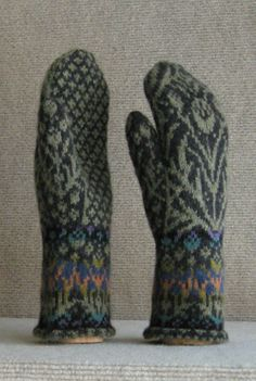 Aberdeen pattern by Carol Sunday stranded thistle mittens by Carol Sunday Fingerless Mittens, Knit Mittens, Knitted Gloves, Knitting Socks, Yarn Projects, Knitting Projects, Knitting Patterns, Mittens Pattern, Wrist Warmers