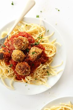 Simple, 10 ingredient vegan meatballs with tempeh, vegan parmesan cheese, fresh herbs and tomato sauce. Perfect on pasta!