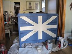 meg made designs: Painting a Union Jack/British Flag on a dresser tutorial Acrylic Furniture, Painted Furniture, Union Jack Dresser, Make Design, Restoration Hardware, Pottery Barn, Signage, British, Diy Projects
