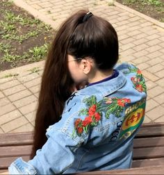 VIDEO - Massive ponytail - RealRapunzels Long Hair Ponytail, Bun Hairstyles For Long Hair, Indian Hairstyles, Long Hair Community, Long Indian Hair, Long Hair Models, Long Hair Play, Beautiful Long Hair, Sweetie Belle
