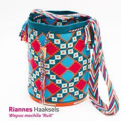 Wayuu mochila 'Ruit'Dit haakpakket bestaatuit een uitgebreid stappenplan met foto's, hettelpatroon en benodigde garen (6 bollen katoen)