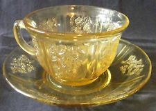 Federal Sharon Amber Cup & Saucer - Depression Era -Cabbage Rose Vintage Cups, Vintage Tea, Teapots And Cups, Teacups, Glass Coffee Cups, Vaseline Glass, China Tea Cups, Chocolate Coffee, Antique Glass