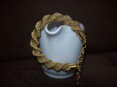 Bransoletka spiralna, robiona ręcznie szydełkiem z koralików w odcieniach złota. https://www.facebook.com/Blonanart