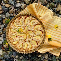 Brown butter almond cake with nectarine / Mandlový koláč z hnědého másla s nektarinkou (ješte to chce pokusovat, než bude recept, příště bez nektarinky) No Bake Desserts, Apple Pie, Baking, Ethnic Recipes, Food, Bakken, Essen, Meals, Backen