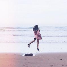 Eternamente enamorada de #Asturias  saltando corriendo gritando riendo... en la playa de la Vega  #noquierovolver #playadelavega #jump by cristinaneros