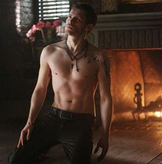 """The Vampire Diaries fans, stop what you're doing right now: Klaus is shirtless. In the new photos from this week's episode, """"American Gothic,"""" star Vampire Diaries Stefan, Vampire Diaries Poster, Vampire Diaries Quotes, Vampire Diaries Seasons, Vampire Diaries Wallpaper, Vampire Diaries Cast, Vampire Diaries The Originals, Joseph Morgan, Damon Salvatore"""