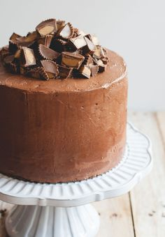 Chocolate Peanut Butter Cup Cake - the ultimate chocolate and peanut butter lover's cake with 5 layers of chocolate cake, peanut butter cake and creamy peanut butter filling. Chocolate Peanut Butter Cups, Chocolate Peanuts, Cake Chocolate, Chocolate Powder, Sweet Recipes, Cake Recipes, Dessert Recipes, Dessert Food, Food Cakes