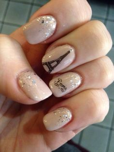 Paris for New Years Nail design of the Eiffel Tower