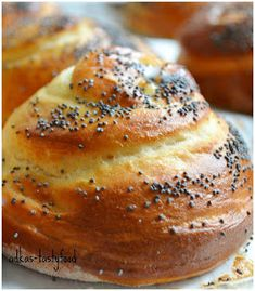 .. chute a vône mojej kuchyne...: Briošky Czech Recipes, Russian Recipes, Bakery Recipes, Cooking Recipes, Bunt Cakes, Happy Foods, Bread Rolls, Sweet And Salty, Sweet Desserts